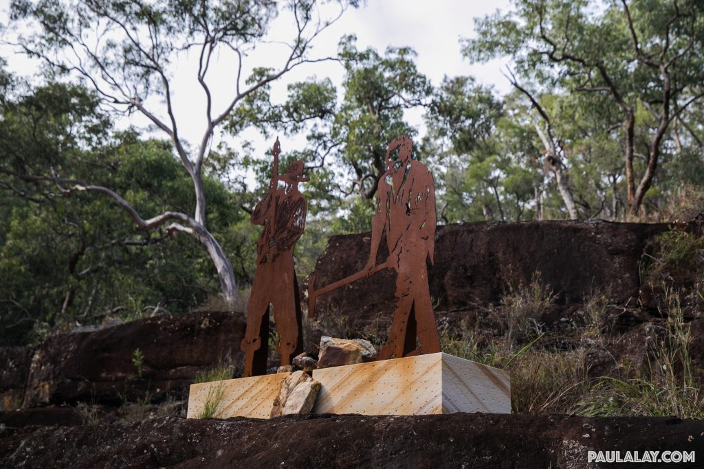 Sculpture portraying convicts building the road: